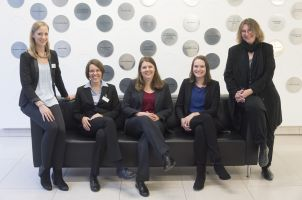 The team of the DKFZ Helmholtz International Graduate School for Cancer Research: Dr. Lindsay Murrells (center) and her co-workers