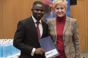 MSc Prince Saforo Amponsah receiving his DKFZ Certificate and Congratulations