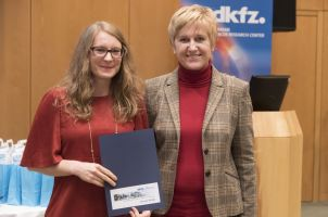 MSc Amelie Burk receiving her DKFZ Certificate and Congratulations